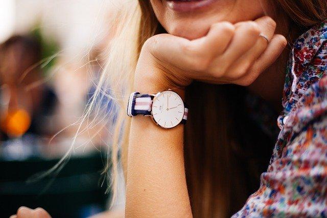 жінка годинник час ресурсність